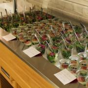 """Vorspeisen und """"Häppchen"""" auf dem Catering Buffet"""
