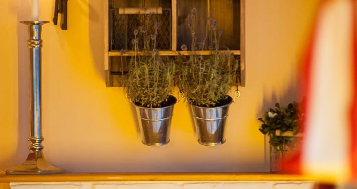 Restaurant Interieur mit italienischen Kräutern